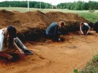 2.Basonių senovės gyvenvietės tyrinėjimai 2000 m. Vadovas E. Šatavičius. O. Lukoševičiaus nuotr.