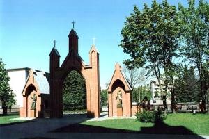 Katedros šventoriaus vartai. 2000 m.