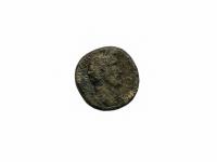 1. Moneta. Sestercijus. Antoninas Pijus (138–161). Romos Imperija. Bronza, Ø 28,4 mm. Rastas Kalviuose, Kaišiadorių r.  Fot. Asta Sabonytė  (aversas)