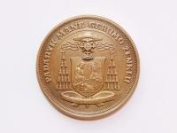 50. Medalis. Šventosios Romos Bažnyčios kardinolui Vincentui Sladkevičiui (1920–2000) atminti. Lietuva. 2001 m. Žalvaris, Ø 51 mm. Fot. Nijolė Adukonienė  (reversas)