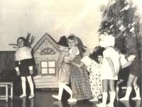"""""""Mažieji artistai ruošiasi susitikti su Seniu Šalčiu"""". 1979 m."""