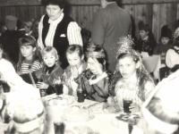 Šilonių pagrindinės mokyklos moksleivių vakaronė Zūbiškių kultūros centre. 1989 m.