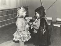 Varlė ir katinas. Rumšiškių vaikų darželis. 1984–1985 m.
