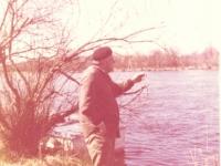 Žvejyba. 1980 m. gegužės 10 d. Rusnė, Šakutės upė. Fotografas M. Kubilius