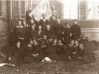 10.Kun. Nikodemas Švogžlys-Milžinas su globojamomis Kaišiadorių skautų ir ateitininkų organizacijomis. 1927–1930 m. (KšM)