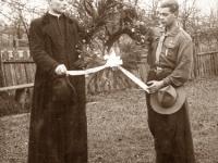 12. Skautų globėjas kun. Nikodemas Švogžlys-Milžinas su globėjo adjutantu, skautų viršininku Aleksu Metelicinu. 1927–1930 m.  (KšM)