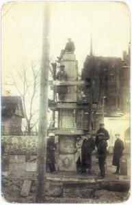 Laisvės paminklo statyba Žiežmariuose. Apie 1932 m.