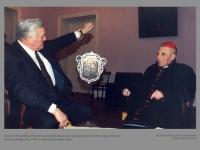 Lietuvos Respublikos Prezidentas Algirdas Brazauskas svečiuose pas Jo Eminenciją kardinolą Vincentą Sladkevičių. 1997 m. Vlado Gulevičiaus nuotr.