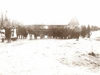 12. Laidotuvių procesija. Mirusiojo išlydėjimas vežant karstą arkliu. Paparčių apylinkės. XX a. 3-4 deš.