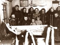 2. Mirusiojo pašarvojimas gyvenamoje patalpoje, karste. Kaišiadorys. XX a. 4 deš.