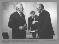 Kandidatai į prezidentus Algirdas Brazauskas ir Stasys Lozoraitis debatuose Lietuvos televizijoje. Centre – televizijos generalinis direktorius Laimonas Tapinas. 1993 m. V. Milišausko nuotr.