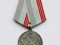 """41. Medalis. ,,Darbo veteranas"""". SSRS. Įsteigtas 1974 m. Pasidabruotas tombakas, tekstilė, Ø 34 mm. Fot. Nijolė Adukonienė (aversas)"""