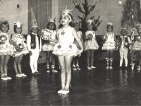 """Eilėraščių deklamavimas Kaišiadorių darželyje """"Pasaka"""". 1972 m."""