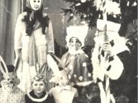 Prie eglės su Seniu Šalčiu. 1979 m.