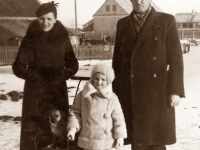 20. Skautų organizacijos nariai mokytoja Irena Kalvelienė ir Kaišiadorių gimnazijos direktorius Domas Kalvelis su dukra. 1938 m. (KšM)